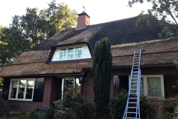 Onderhoud van een rieten dak